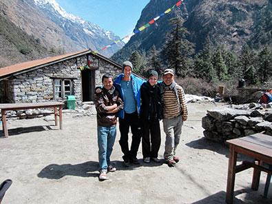 Photo de groupe pendant le trek au Langtang