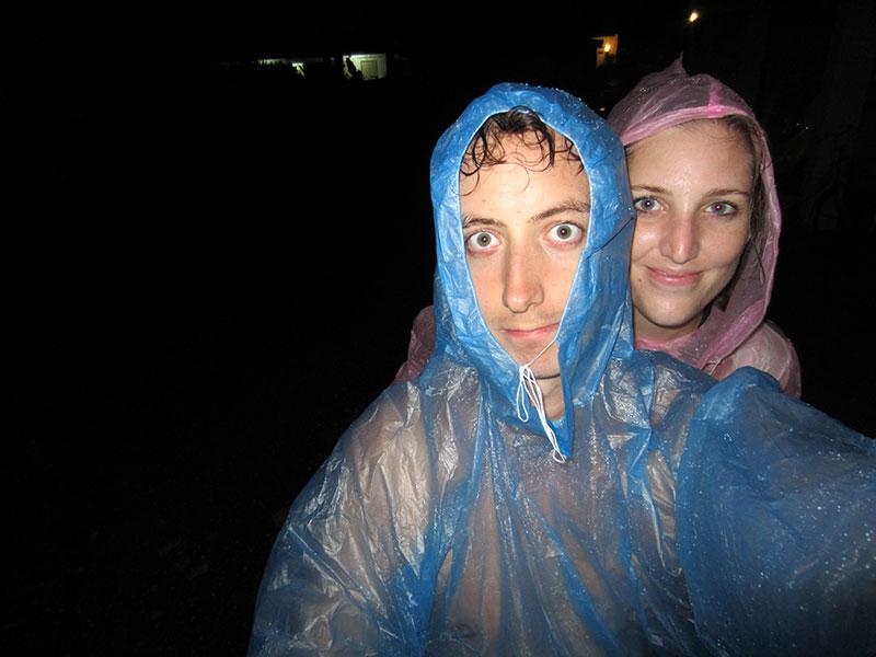 Charlène et Sylvain sous la pluie