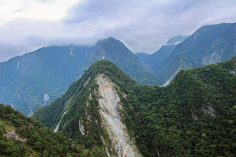 montagnes menaçantes taroko